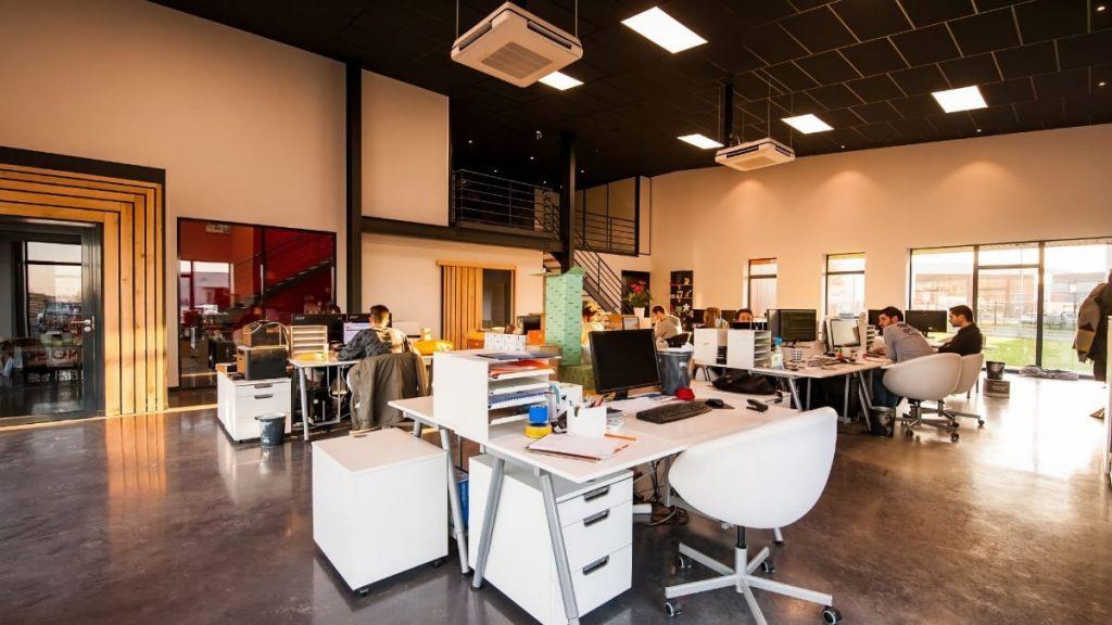 Mudanzas de oficinas y empresas - Oficina abierta  - Mudanzas Transdominguez